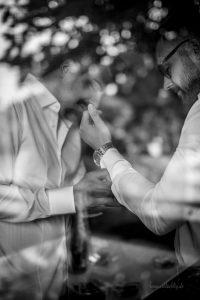 Trauzeuge und Bräutigam zum Getting Ready in Braunschweig