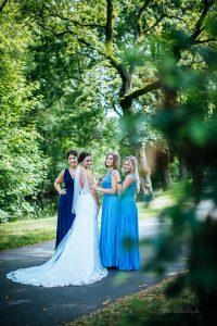 Brautjungfern, Trauzeugin und Braut am Steigenberger Parkhotel in Braunschweig